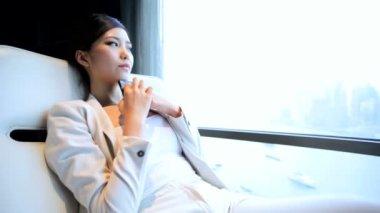 Businesswoman in hotel using smartphone — Stock Video