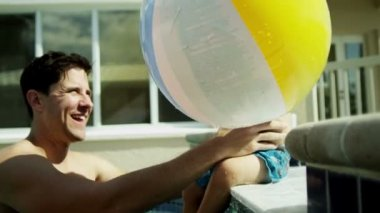 Parents playing with son in swimming pool — Stock Video