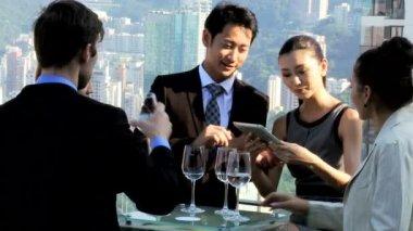 Business people in rooftop restaurant — Wideo stockowe