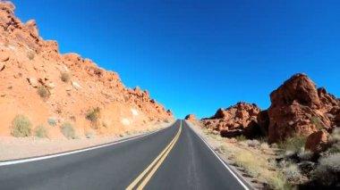 砂漠の風景をロードト リップ — ストックビデオ