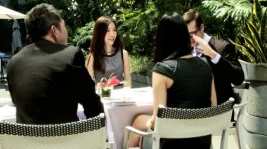 Business colleagues in rooftop restaurant — Stock Video
