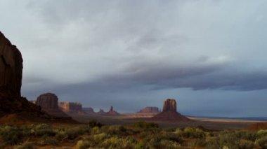 Time lapse Monument Valley cloudscape Buttes Colorado Plateau, Arizona, USA — Stock Video