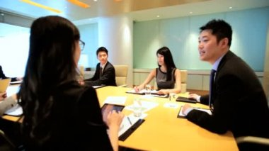 Business executives on financial meeting — Stock Video