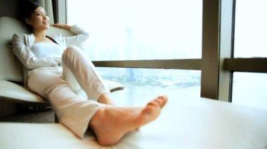 Businesswoman relaxing in modern chair — Stock Video