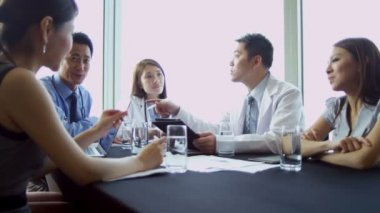 Young Asian Chinese medical executives discussing future targets — Stock Video