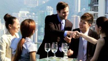Business people in rooftop restaurant — Stock Video