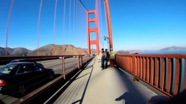 Cycle rider on Golden Gate Bridge — Vídeo de Stock