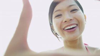 Woman on beach making finger frame — Vídeo stock