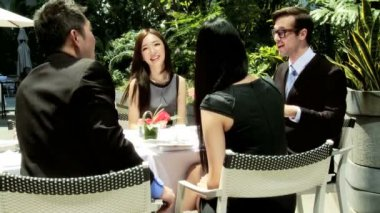 Business colleagues in rooftop restaurant — Stockvideo