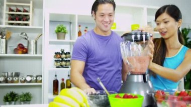 Couple using fresh healthy organic fruits for tasty smoothie — Stock Video