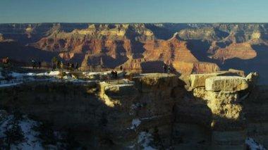 Grand Canyon tourists viewing cliff face Plateau rock layers, Arizona, USA — Stock Video