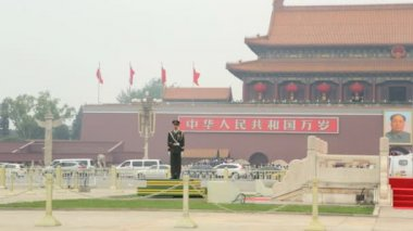 Guard at  Tiananmen Tower — Stock Video
