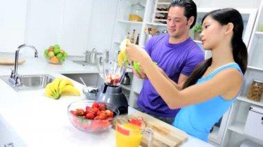 Man and woman making Fresh Fruit Juice — Stock Video