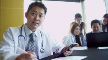 Asian Chinese Medical Consultants at Boardroom Planning Meeting — Stock Video