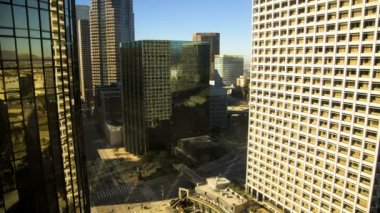 Los Angeles sunrise shadow commuter traffic Skyscrapers California, USA — Vídeo de Stock
