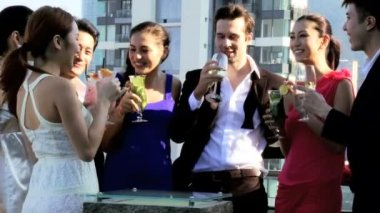 Friends drinking cocktails on rooftop — Stock Video