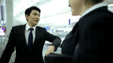 Businessman and businesswoman discussing in airport — Stock Video