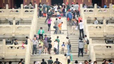 Tourists walking on ornate stone steps at Temple of Heaven — Stock Video