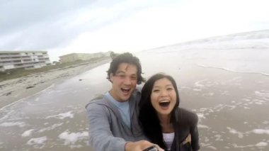 Couple filming wide angle video self portrait — Stock Video