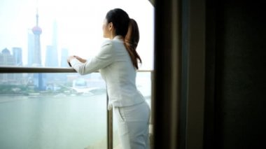 Businesswoman on balcony viewing cityscape — Stock Video