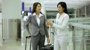 Asian businesswomen in airport terminal — Stock Video