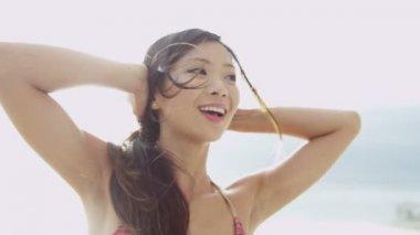 Woman wearing bikini on beach — Stock Video