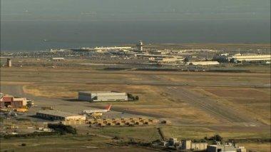 Antenler California Havaalanı pist — Stok video