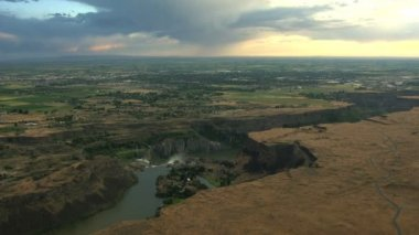 Aerials Idaho USA Snake River waterfall sunset Plain Shoshone Falls — Stock Video