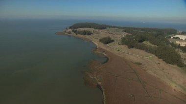 Aerial Pinole Point coastal wildlife California USA — Vídeo de stock