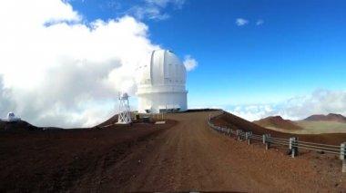 Vita kupolförsedda space observatory byggnad — Stockvideo