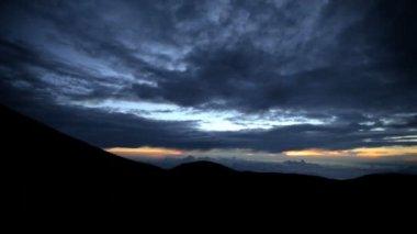 Sunset over Mt Mauna Kea Mountain — Stock Video