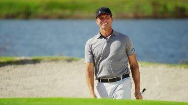 Jugador de golf profesional masculino — Vídeo de Stock