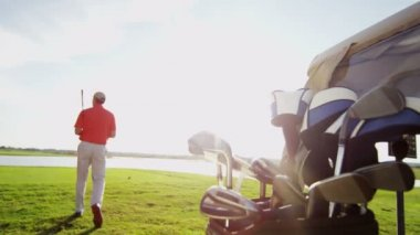 Golf player playing on the golf field — Stock Video