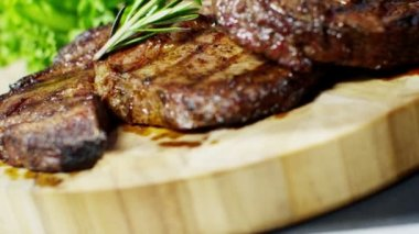 T-bone steak with fresh vegetables — Stock Video