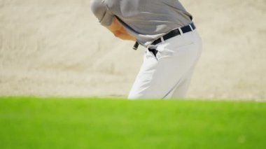 Professional male golf player during training — Stock Video