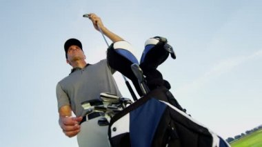 Professional male golf player — Stock Video