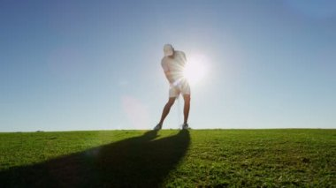 Professional golf player playing golf — Stock Video
