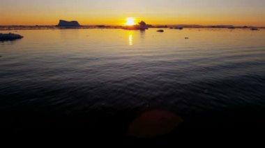 Ilulissat Icefjord Disko Bay sunset — Stock Video