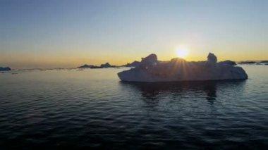 Disko Bay sunset floating glacial iceberg — Stock Video
