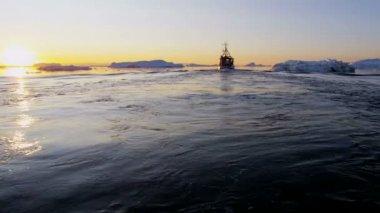 Fishing trawler Icebergs Disko Bay — Stock Video