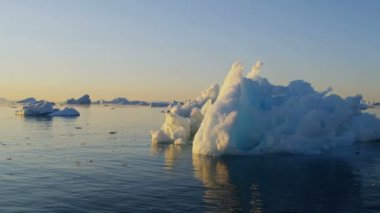 Greenland drifting ice floes fjord — Stock Video