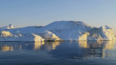 Disko Bay Greenland floating iceberg — Stock Video
