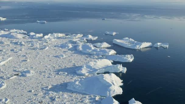 Bahía de Disko flotantes masas de hielo Glacial — Vídeo de stock