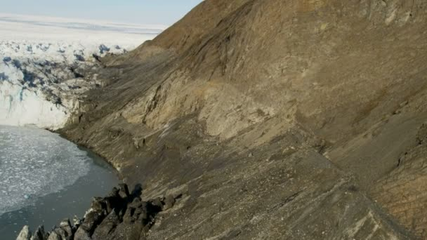 Aerial Greenland mountainside old glacier — Vídeo de stock