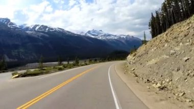 Road trip on highway 93 Canada Parkway — Stock Video