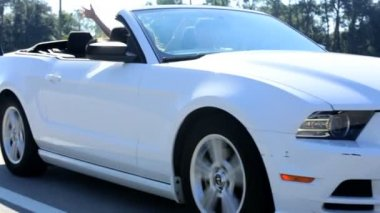 Family going on vacation in cabriolet car — Stock Video