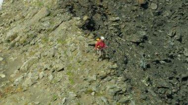 Klimmer reist op Alaska gletsjer bergen — Stockvideo