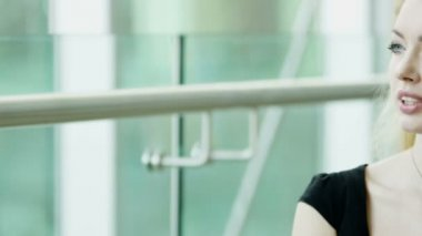 Businesswoman in black dress talking on smart phone — Stock Video