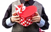 Gift box in man's hands — Stock Photo