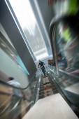 Moscow, Russia, September 13. Biker on mountain bike riding down the stairs past blurred viewers at DownMall contest in Moscow, September 13, 2014 in Moscow, Russia — Stock Photo